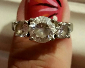 Tom Guida gave Julia Noni Cribb this engagement ring. It was a fake.